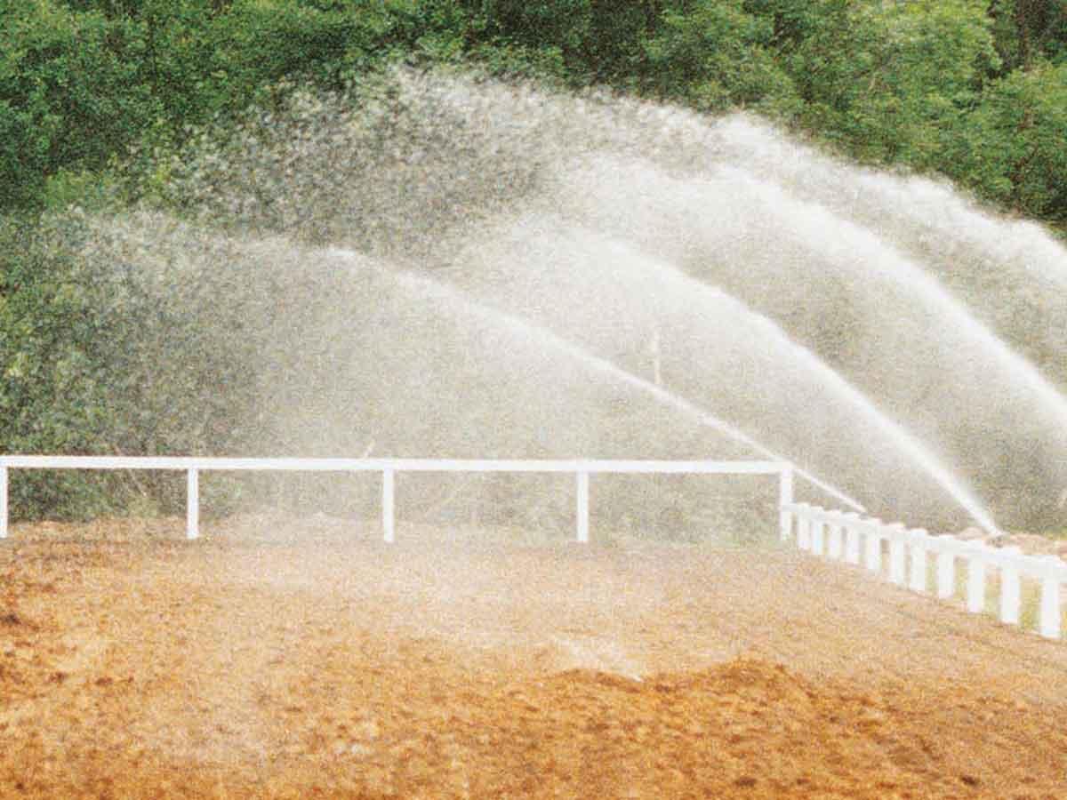 Reitplatz wässern